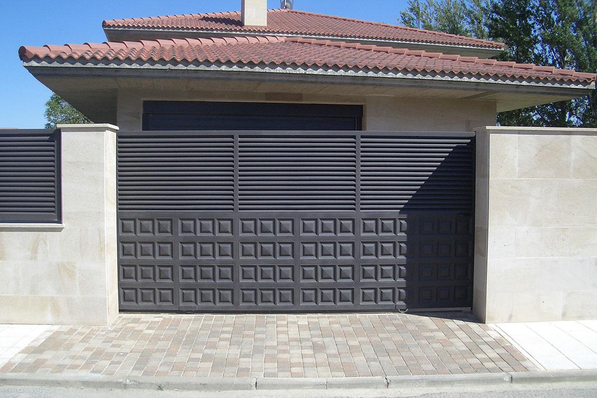 Puertas correderas construcciones met licas tierno s l for Puertas correderas de forja